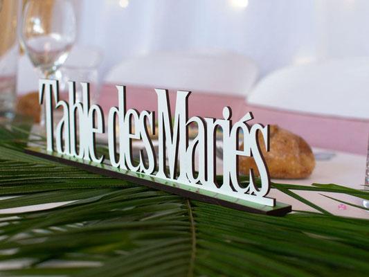 Nom de table en bois blanc