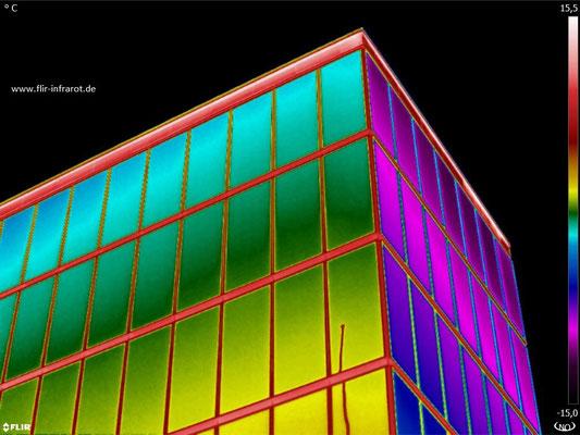 excellente Farbverläufe auf der Fassade: 20 mK