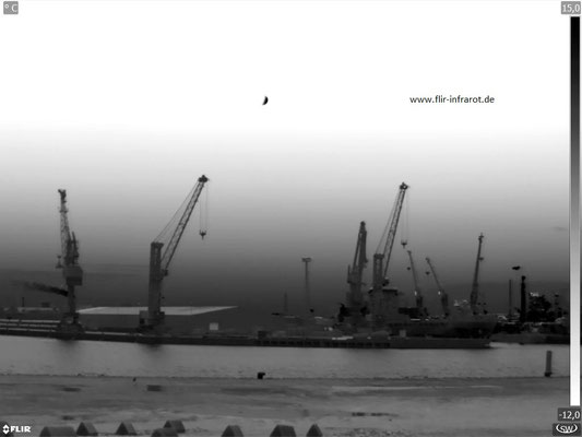 Blick über die Elbe zum Hamburger Hafen - noch ohne UltraMax