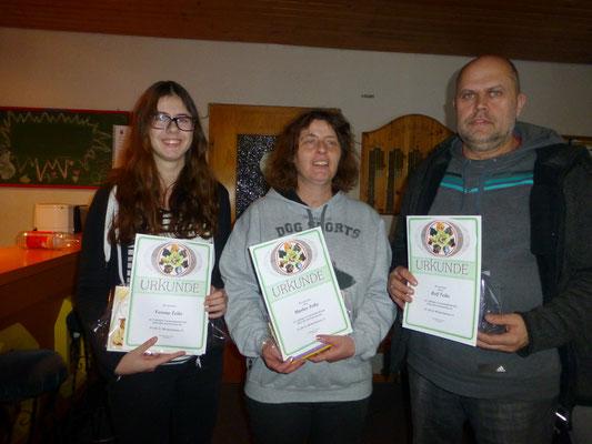 Rolf, Marlies und Verena wurden für 5-jährige Mitgliedschaft geehrt.