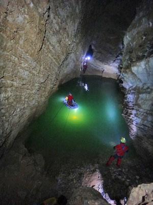 Traversata del Lago Bertarelli in canotto