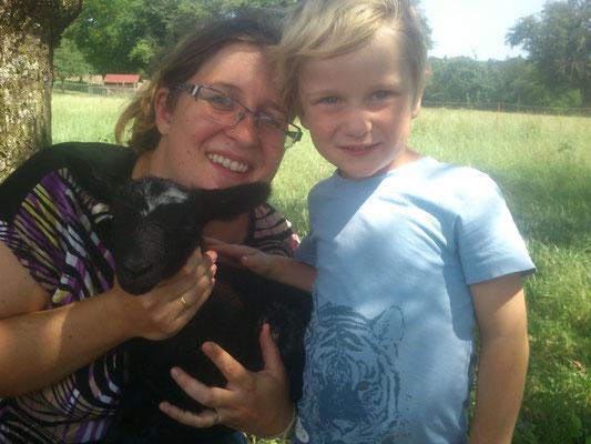 Erster Kontakt mit Bäuerin Marion und den Kindern
