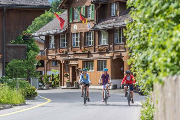 Mit dem E-Bike auf Tour zum Lauenensee: in Lauenen