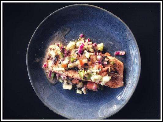 Pavé de saumon snacké, sauce vierge...