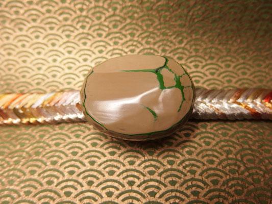鎌倉彫帯留 帯留 刀痕/丸/白1
