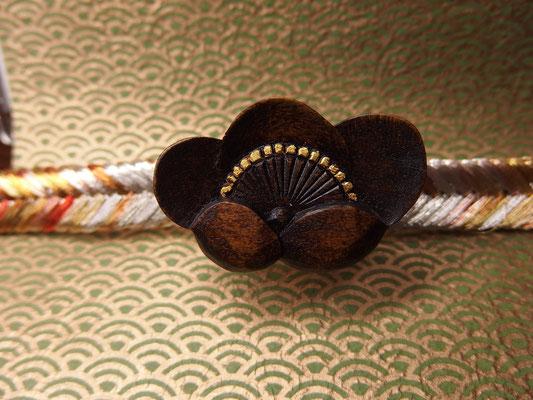 鎌倉彫帯留 梅1