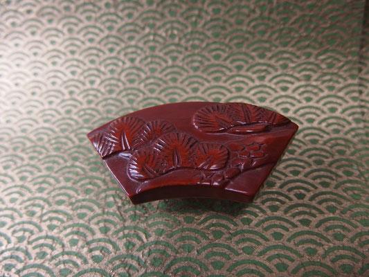 鎌倉彫帯留 松2