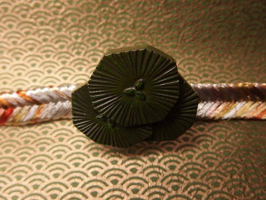 鎌倉彫帯留 松/緑