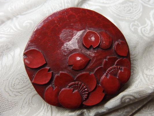 鎌倉彫ブローチ