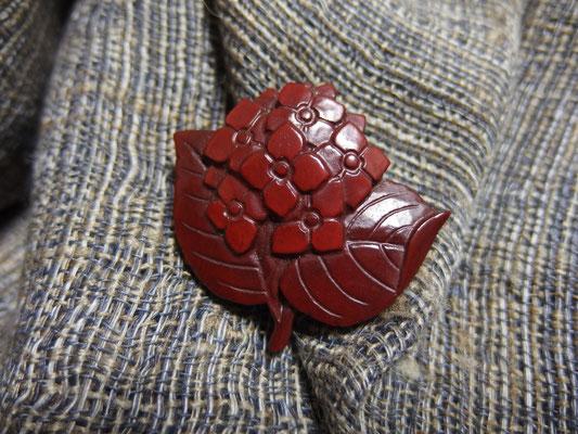 鎌倉彫ブローチ 紫陽花/朱1