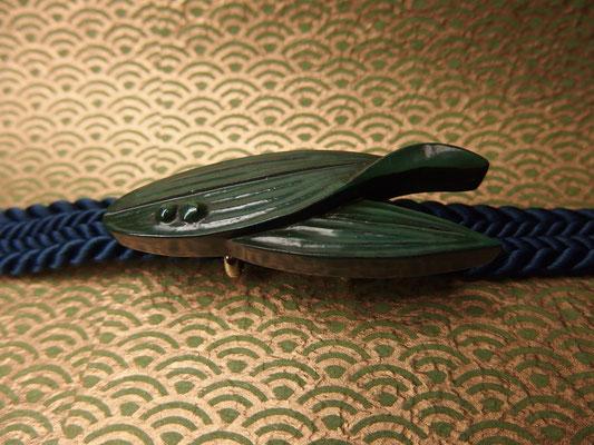 鎌倉彫帯留 笹の葉