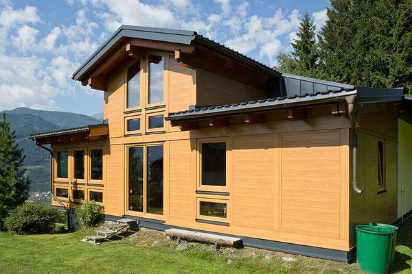 Fassadensystem Sidings Holz hell, Wintergarten, ©PREFA / Werner Jäger