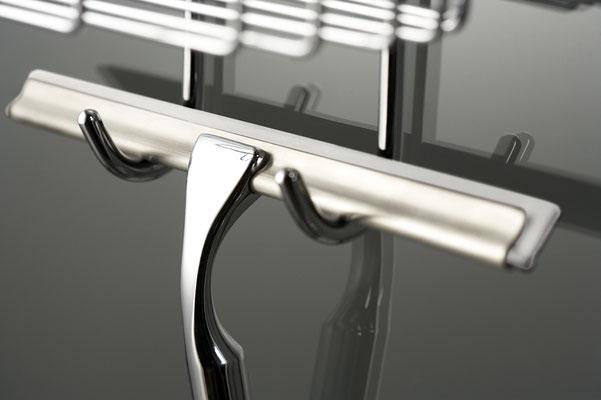 HSK Metall-Glaswischer für die Glasduschabtrennung inkl. Wandhaken, Foto © HSK