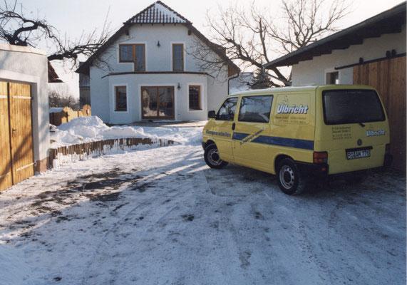 Unser erstes Firmenfahrzeug. Schon damals gelb. Foto © privat