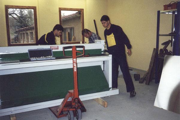 Tafelschere und Kantbank - die ersten und wichtigsten Helfer unseres Handwerksbetriebes. Foto © privat
