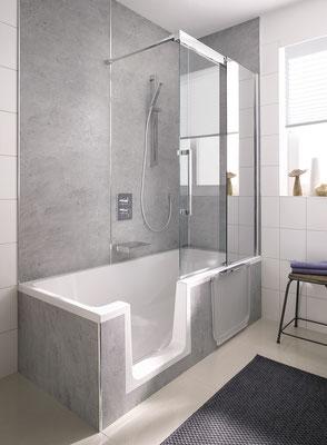 Badewannenaufsatz Walk In Gleittür, Duschwanne Dobla, Wandverkleidungssystem Renodeco Feinstein-aschgrau, Foto © HSK