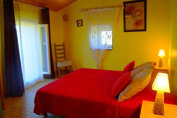 Chambre 2 personnes du gîte l'Oustal - Domaine de l'Amourié