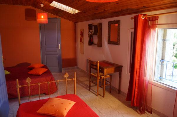 Chambre 3 personnes du gîte l'Oustal - Domaine de l'Amourié