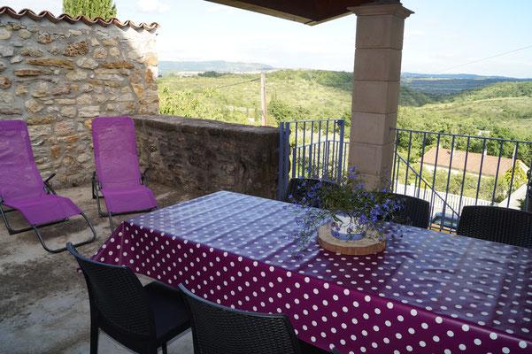 Terrasse du gîte l'Oustal - Domaine de l'Amourié