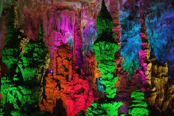 Ardèche - Grotte avec spectacle lumineux
