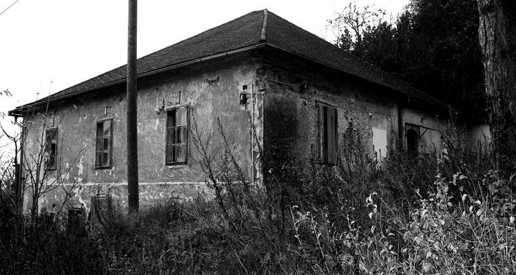 Verfallenes Haus am Werksgelände