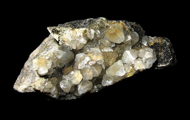Calcitstüfchen mit schön ausgebildetem Kristall