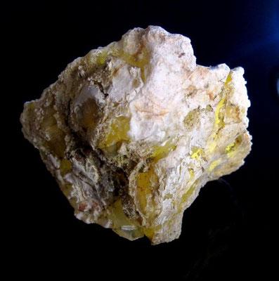 Mein bester Opal aus Bernstein, Burgenland, Österreich noch im Ganzen