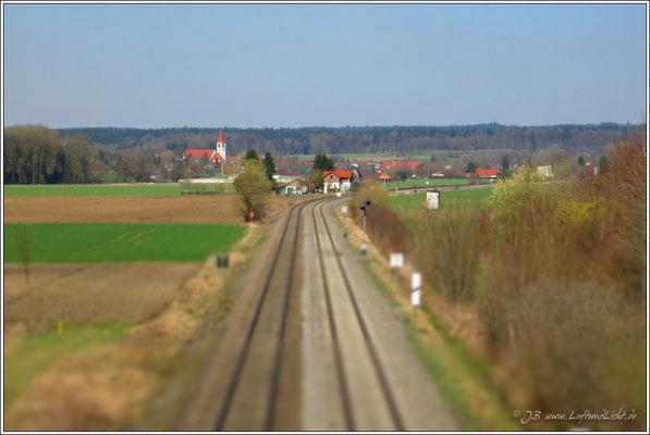 Blick von der alten Eisenbahnbrücke Richtung Mochenwangen