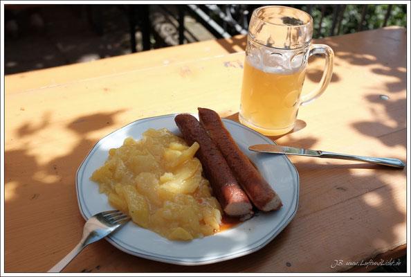 """Nach dem Umzug, """"Frühstück"""" im Pflugkeller ... immer wieder lecker."""
