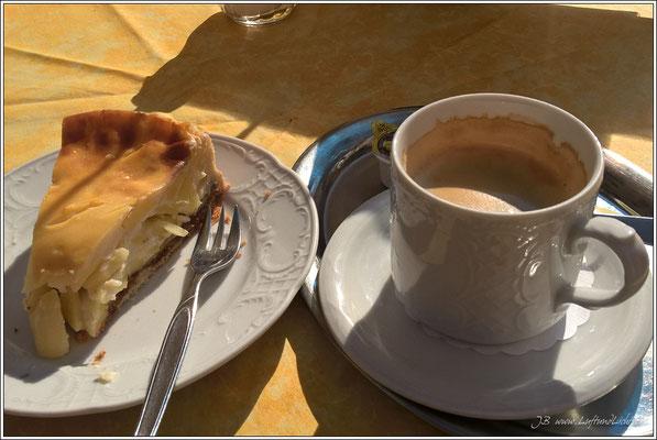 Leckerer Apfelkuchen im Cafe Huber.