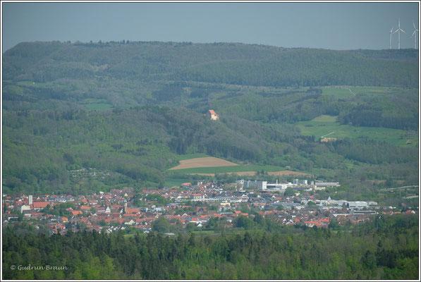etwas weiter östlich die Burg Ramsberg in der Bildmitte
