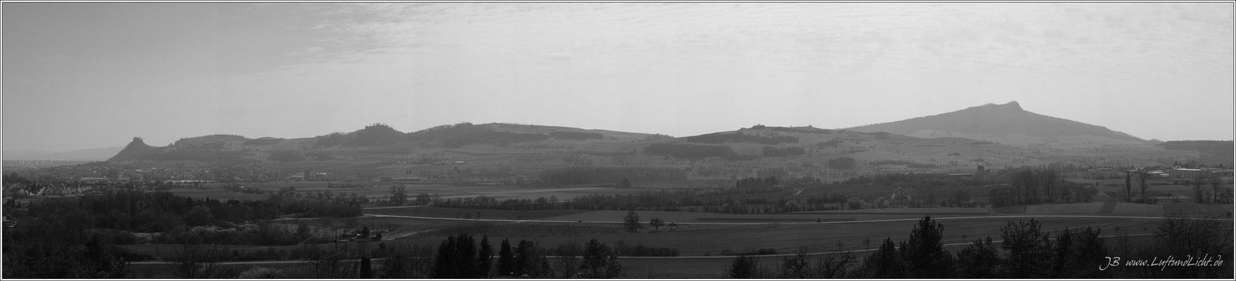 Rechts im Hintergrund der Hohenstoffeln, im Vordergrund Philippsberg, Sickerberg, Mägdeberg und ganz links der Hohenkrähen.