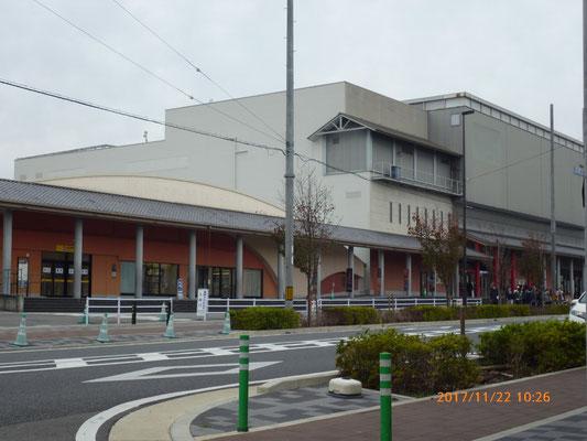 『太秦映画村』 駐車場料金と合わせて二人で10,000円と聞いて、入るのを止めました。