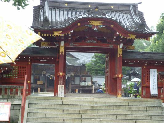 秩父神社 に行ってきました。正門です。