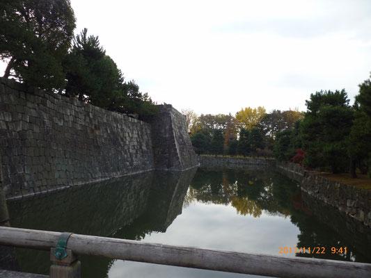 『二条城』 石垣も綺麗でした。