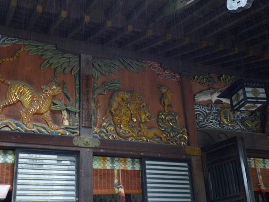 彫刻は、当時の人々から「生きているようだ。」とうわさされたあの有名な「左甚五郎(ひだりじんごろう)」作です。