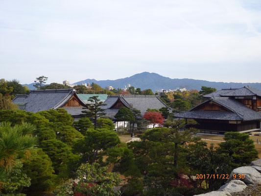 『二条城』 天守閣があった場所から見下ろす事が出来ました。京都在住の人でもここがお城だと知らない人もいるようです。なるほどこれでは城と言うイメージは持たないでしょうね。