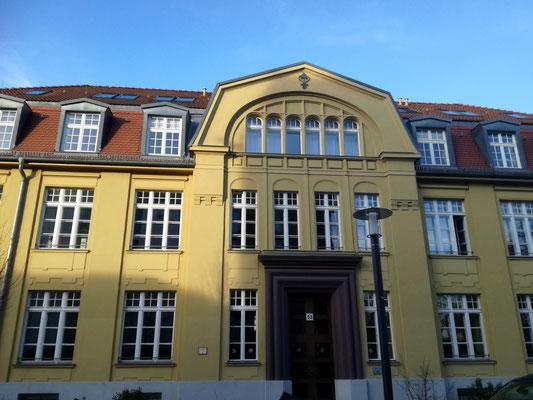 Verwaltungsgebäude einer ehemaligen Stofffabrik - Gonoudstraße Berlin Weißensee