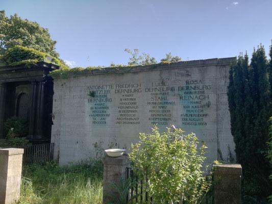 Erbbegräbnis Dernburg auf dem Friedhof Grunewald