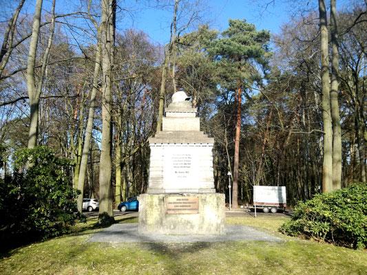 Kriegerdenkmal am Ludwig Lesser Platz in Berlin Frohnau
