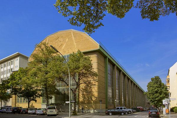 AEG Fabrik von Peter Behrens - Oana Popa - Wikimedia Commons - CC-BY-SA 4.0,
