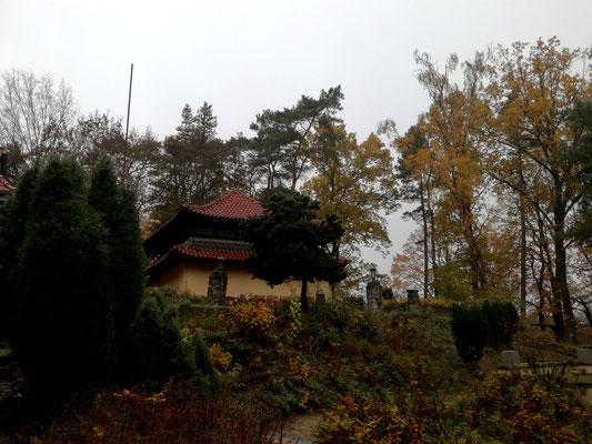 Tempel im Garten des Buddhistischen Haus