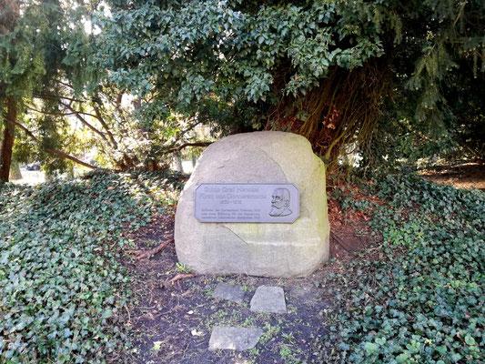 Gedenkstein für Guido Graf Henckel Fürst von Donnersmarck