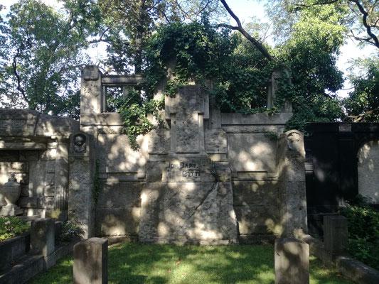 Erbbegräbniss Dotti auf dem Friedhof Grunewald
