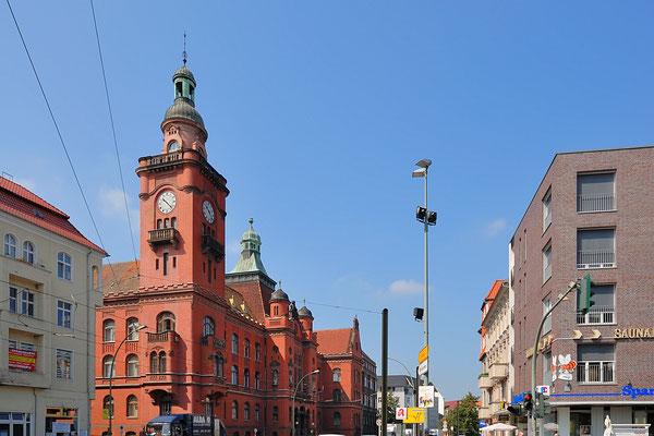 Rathaus Pankow - Jochen Teufel - CC BY-SA 3.0 via Wikimedia Commons