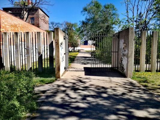 Eingang Lehrter Strasse zum Geschichtspark Zellengefägnis Moabit