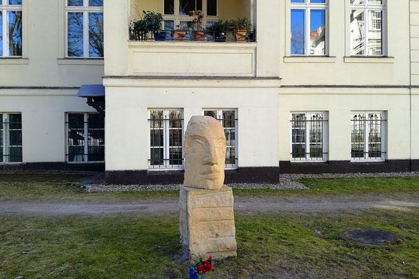 Büste Christa Wolf - Amalienpark - Berlin Pankow