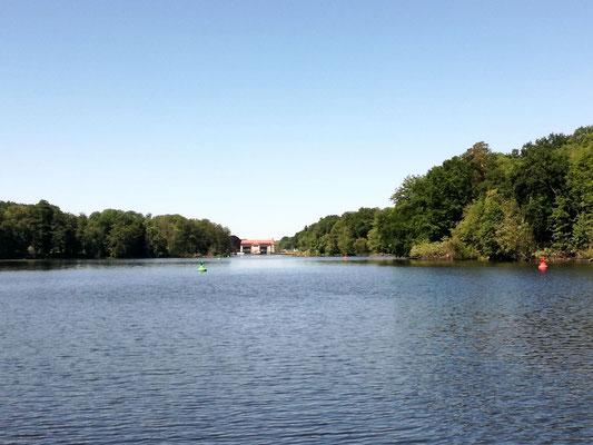 Blick von der Badewitzbrücke auf den Machnower See und die Kleinmachnower Schleuse