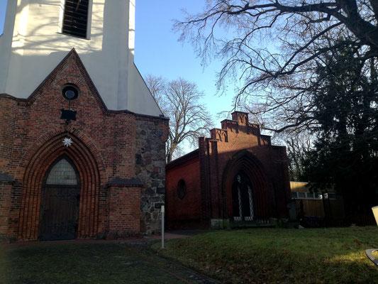 Dorfkirche Weißensee mit Mausoleum Pistorius