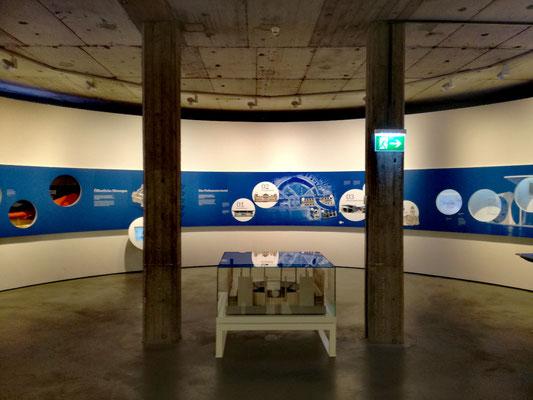 Blick in die Ausstellung im Deutschen Dom